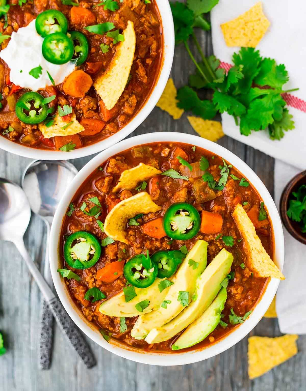 Award-winning Healthy Turkey Chili with Sweet Potatoes, lean turkey, and avocado. Perfectly spiced, easy, and filling! Just 227 calories per serving! Recipe at wellplated.com | @wellplated