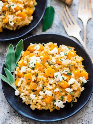 Healthy Slow Cooker Risotto with Butternut Squash, Goat Cheese and Brown Rice. NO STIRRING required. So creamy and comforting. You'll never make risotto the traditional way again! Recipe at wellplated.com | @wellplated