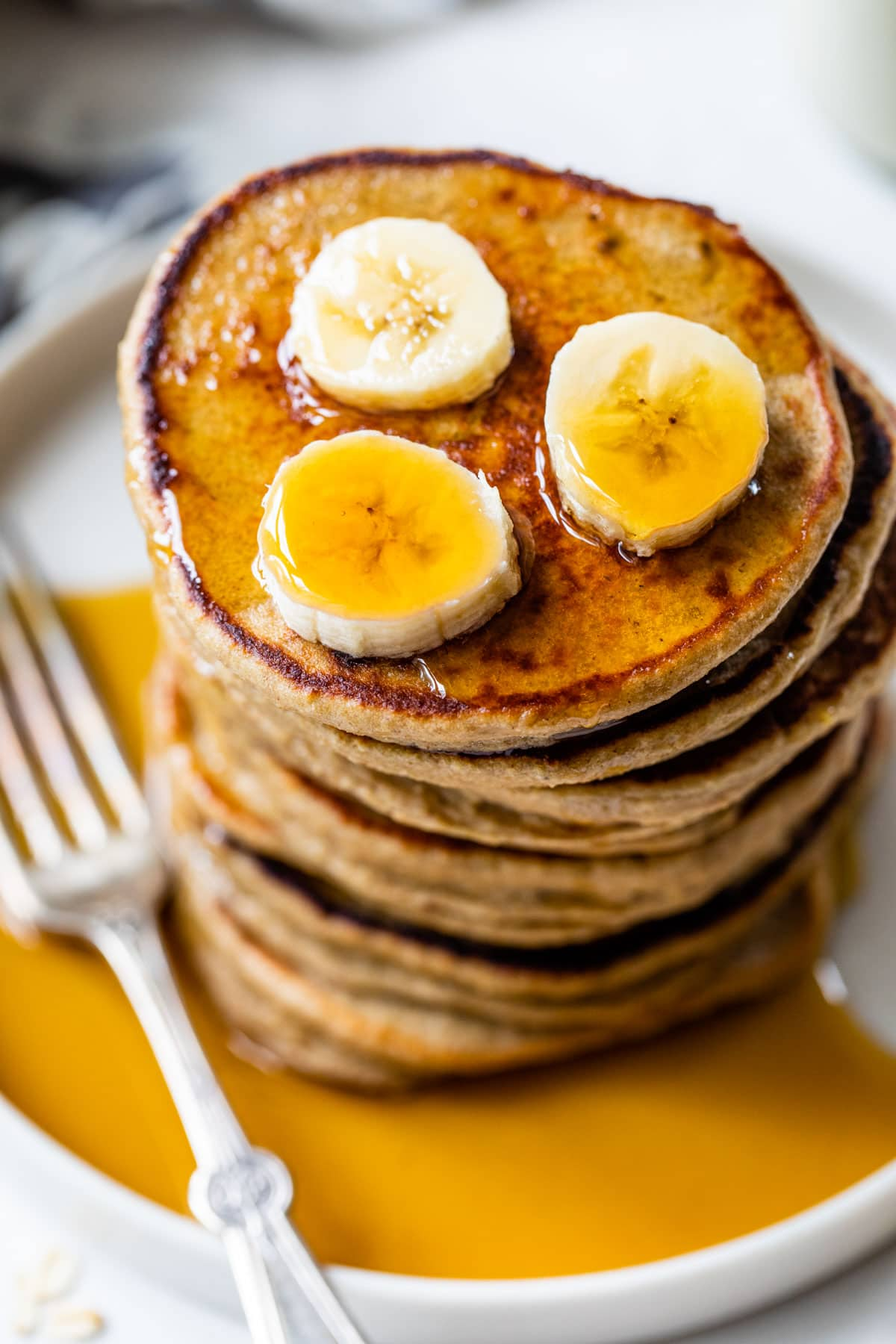 How to make heart shaped banana oatmeal pancakes. Flourless oat pancakes, made right in the blender! Recipe at wellplated.com | @wellplated