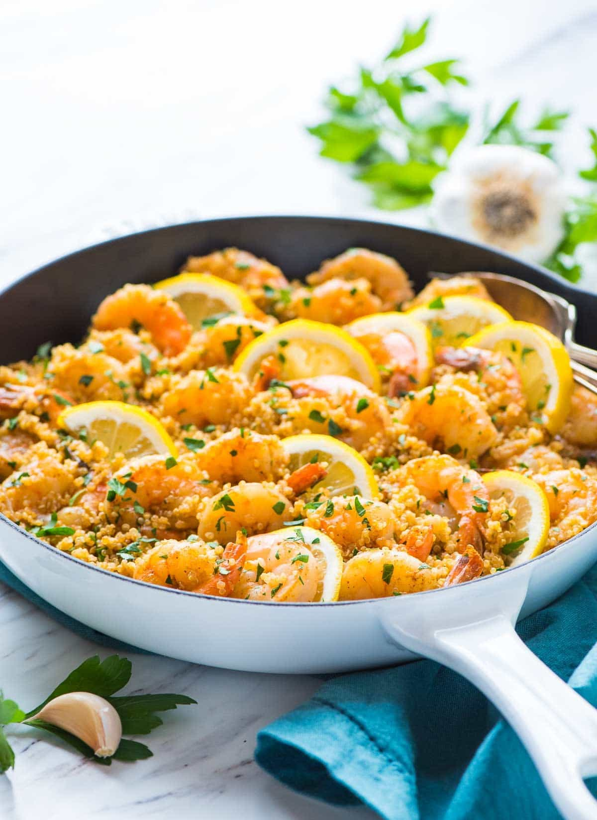 ONE PAN Garlic Shrimp with Quinoa. Quick, easy and delicious! Your whole family will love this healthy recipe. Recipe at wellplated.com | @wellplated