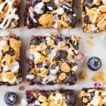 These buttery Blueberry Oatmeal Bars are only 105 calories each! Juicy blueberries, butter brown sugar crust, with a sweet vanilla glaze. Perfect for a healthy dessert or breakfast with Greek yogurt on busy mornings. Recipe at wellplated.com | @wellplated