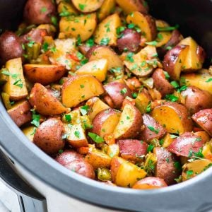 Crockpot Breakfast Potatoes – Crisp, tender potatoes made EASY in the slow cooker. Perfect for holidays and busy mornings. Families love this simple, delicious recipe! Add cheese or bacon, or keep it classic without. You'll never make homefries the same way again! {gluten free} Recipe at wellplated.com | @wellplated