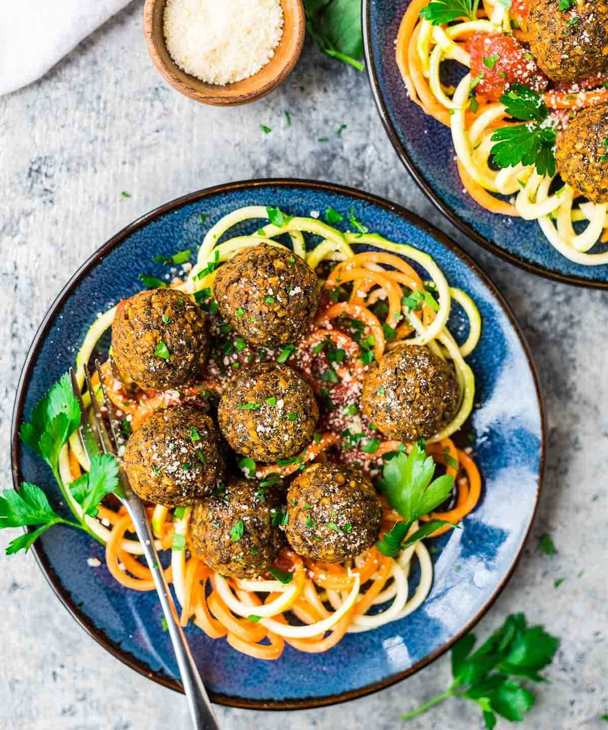Baked Lentil Meatballs – Simple, healthy, delicious! A filling vegetarian recipe that's perfect for meatless meals Recipe at wellplated.com   @wellplated