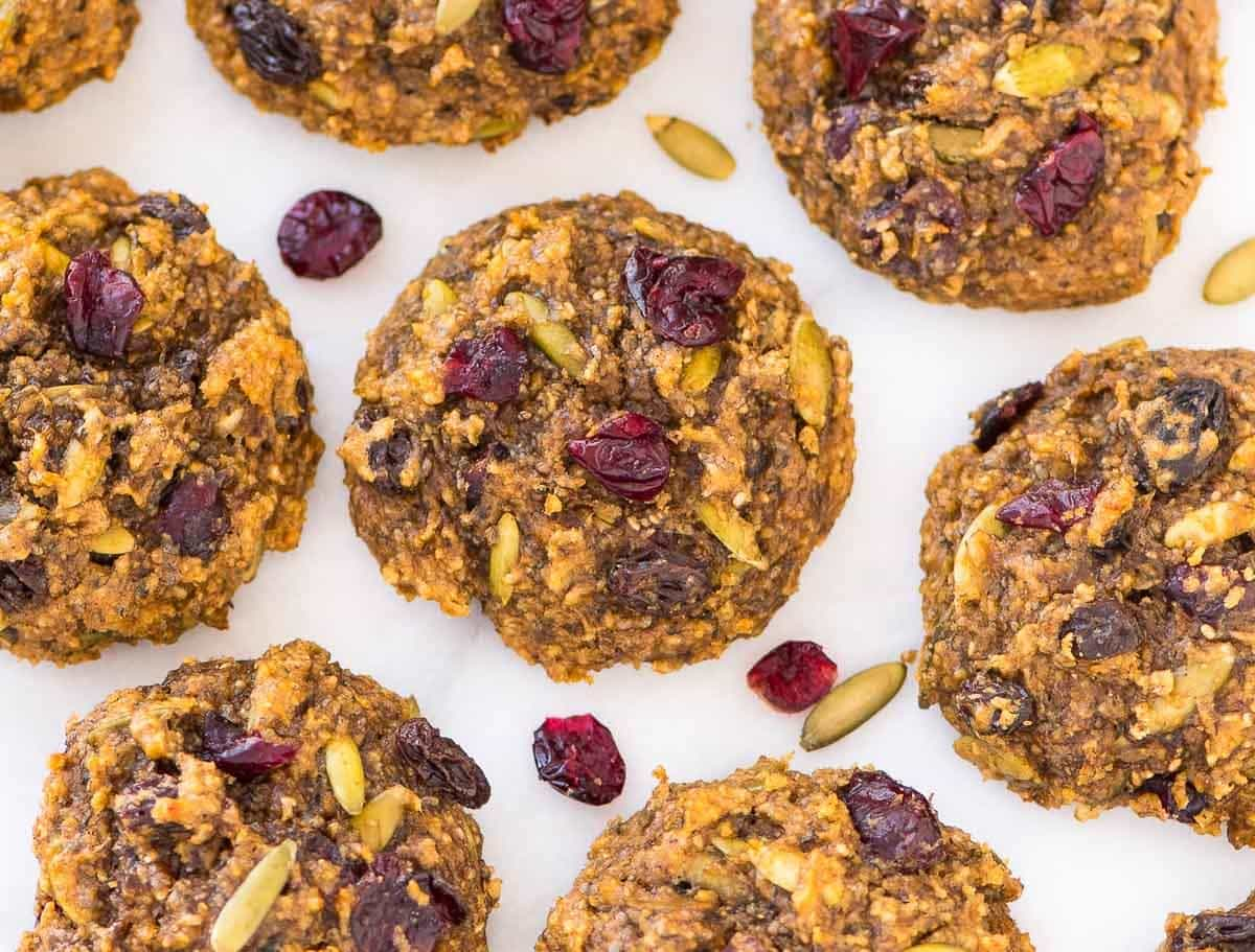 Banana Peanut Butter Protein Cookies – NO protein powder required! Easy, healthy, gluten free, and perfect for quick breakfasts and workout snacks. Recipe at wellplated.com | @wellplated