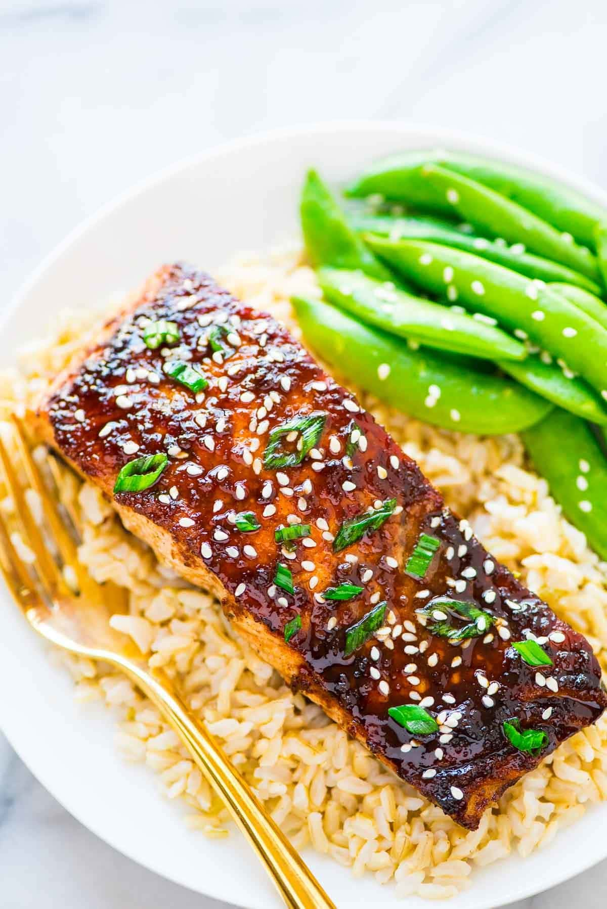 Soy Ginger Salmon – a quick and easy honey soy ginger glazed salmon, topped with spring onions. Simple and DELICIOUS! Recipe at wellplated.com | @wellplated