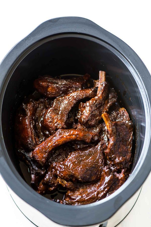 Easy and tasty slow cooker ribs with delicious BBQ sauce