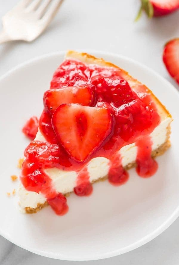 Greek Yogurt Cheesecake with Fresh Strawberry Sauce