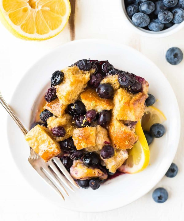 Easy Blueberry French Toast. The BEST overnight French toast casserole recipe. Recipe at wellplated.com | @wellplated
