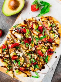 Balsamic Chicken Flatbread Pizza with Strawberry, Avocado, and Goat Cheese. Premade naan makes the perfect easy pizza crust. Perfect for a light summer meal or easy appetizer! Recipe at wellplated.com | @wellplated