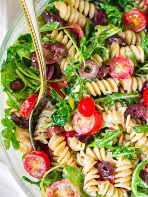 EASY Creamy Goat Cheese Pasta Salad with Arugula and Tomato. This quick but impressive dish is perfect for summer picnics, barbecues or anytime you need a fast, healthy dinner! Recipe at wellplated.com | @wellplated