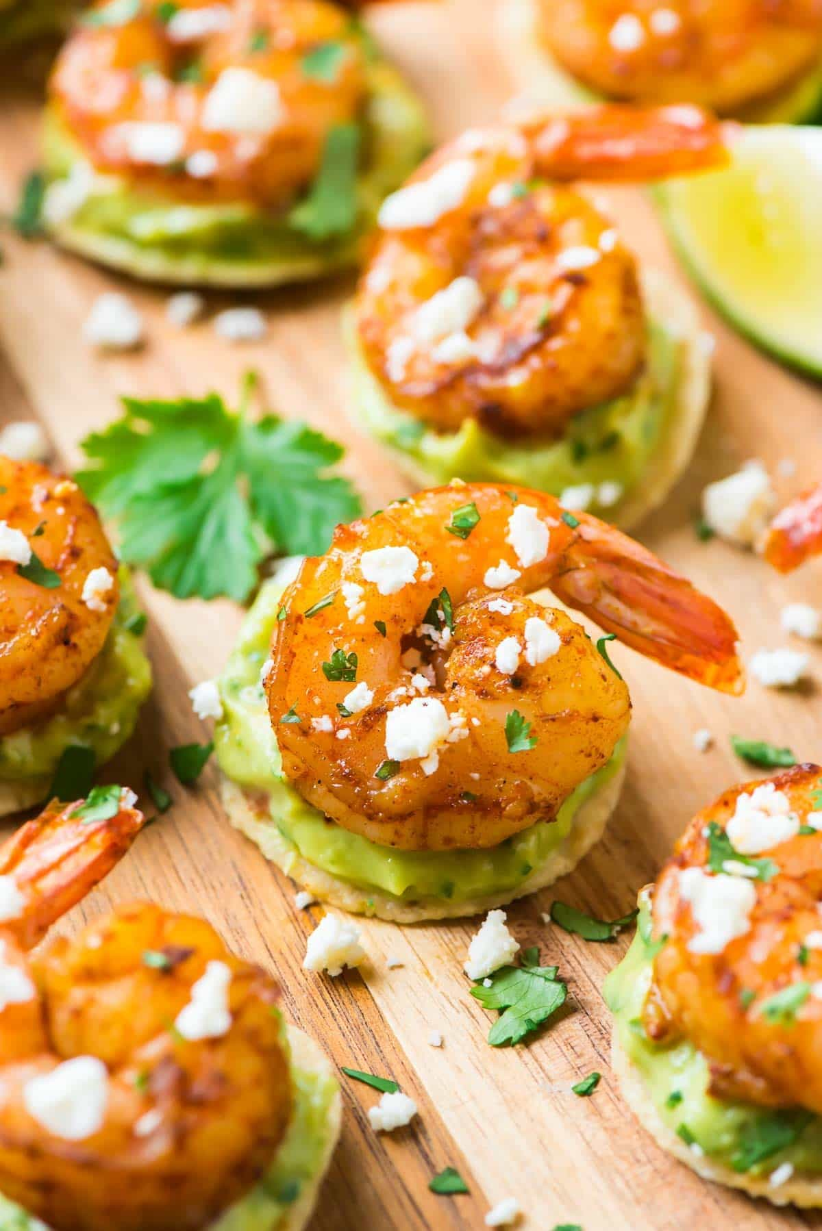 Spicy Guacamole Shrimp Bites. Fast, easy, and SO addictive! The perfect appetizer recipe for your next party, tailgates, or Cinco de Mayo! Recipe at wellplated.com | @wellplated