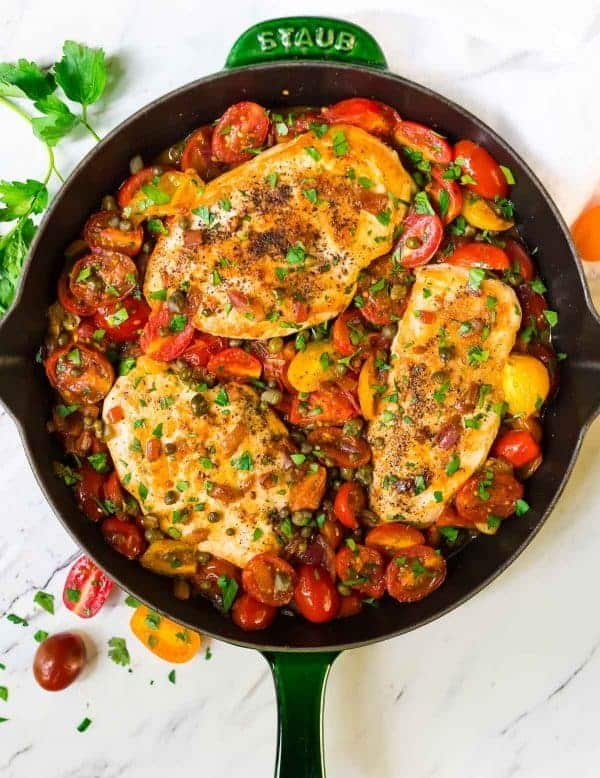 Healthy ONE PAN Chicken and Tomatoes. Juicy chicken breasts cooked with garlic and bursting fresh tomatoes. Easy and delicious! {gluten free, dairy free} Recipe at wellplated.com | @wellplated