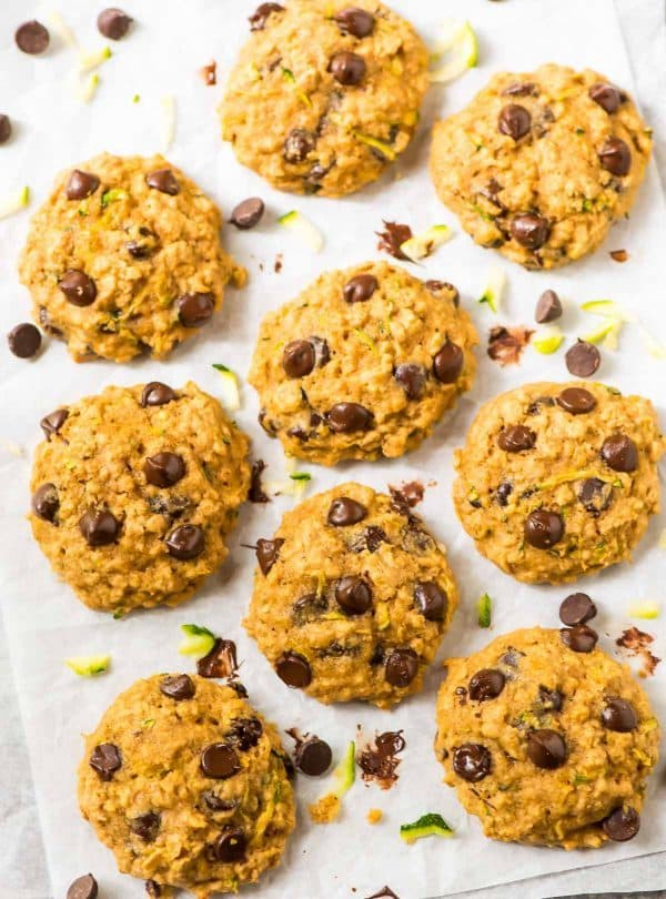 Chocolate Chip Oatmeal Zucchini Cookies. Naturally sweetened, whole grain, and healthy! This easy, healthy cookie recipe is the perfect way to use up summer zucchini. {gluten free} Recipe at wellplated.com | @wellplated