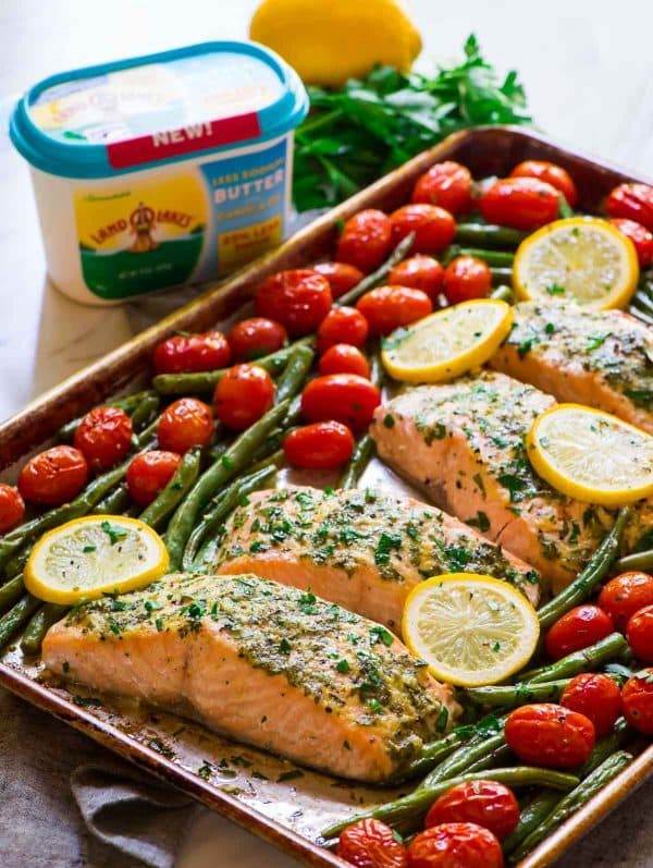 Healthy Garlic Salmon with Lemon Butter, Green Beans, and Roasted Tomatoes. A delicious, easy all-in-one meal! Recipe at wellplated.com | @wellplated