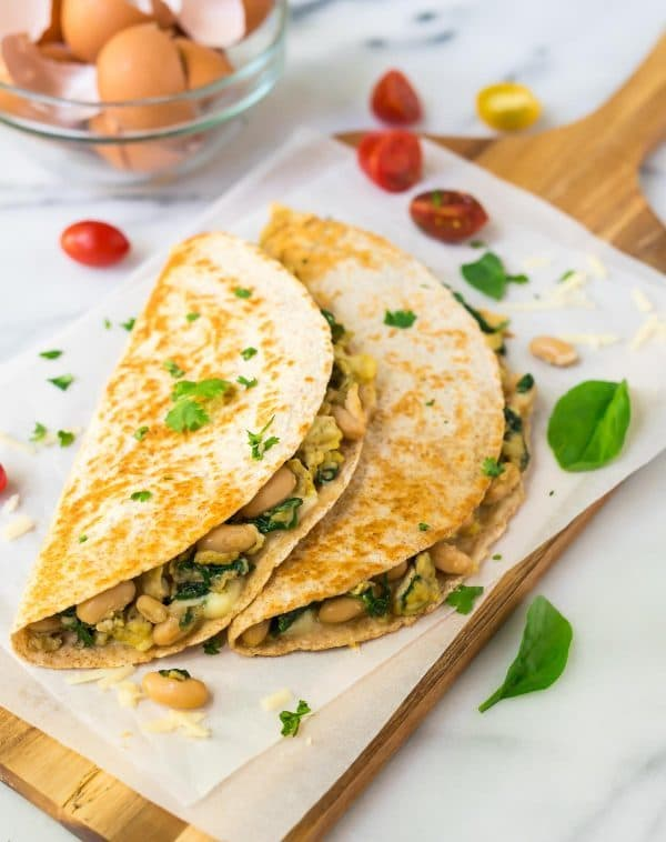 Make Ahead Freezer Breakfast Quesadilla with eggs, spinach, cheese, and white beans. A healthy, high protein vegetarian recipe that will keep you full all morning! Recipe at wellplated.com   @wellplated