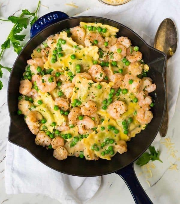 ONE POT Garlic Shrimp Ravioli, Lightened up! Ready in 25 minutes and so delicious! Juicy shrimp, fresh veggies and the BEST skinny garlic cream sauce. Perfect for busy families and special homemade meals. Recipe at wellplated.com   @wellplated