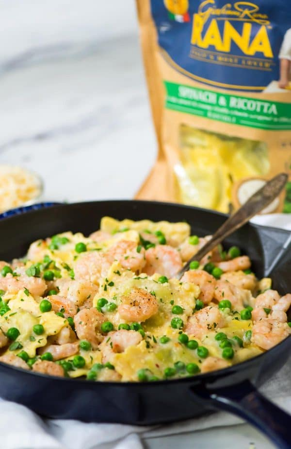 Skinny Garlic Shrimp Ravioli. Everything cooks in ONE POT, even the pasta! Recipe at wellplated.com   @wellplated