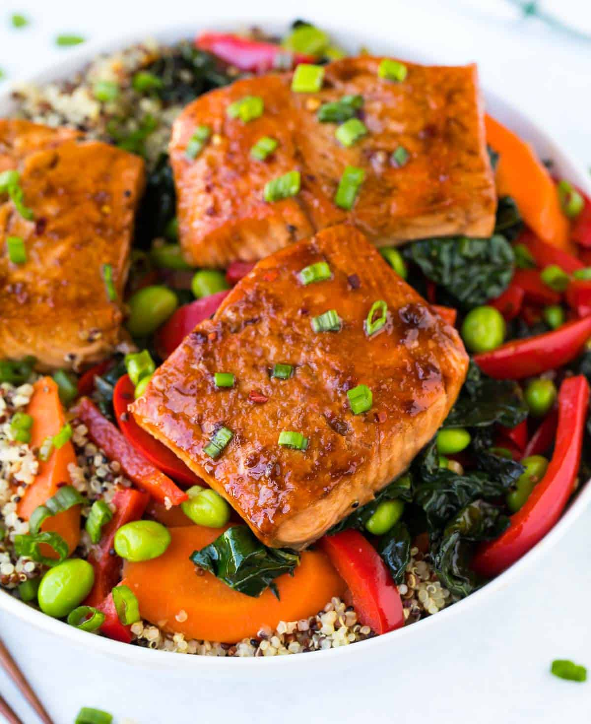 Teriyaki Salmon Bowl with Quinoa, Kale, and Fresh Veggies. This easy, healthy recipe will be one of your new favorite meal prep or dinner recipes! A quick, tasty, protein-packed dinner or lunch.