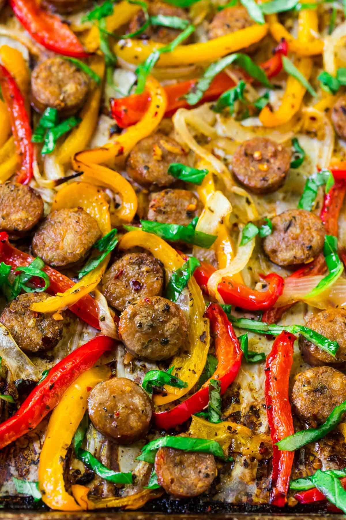 Salchicha italiana y pimientos al horno.  ¡Una receta de salchicha italiana fácil, saludable y sabrosa!  Ideal para embutidos italianos dulces o calientes.