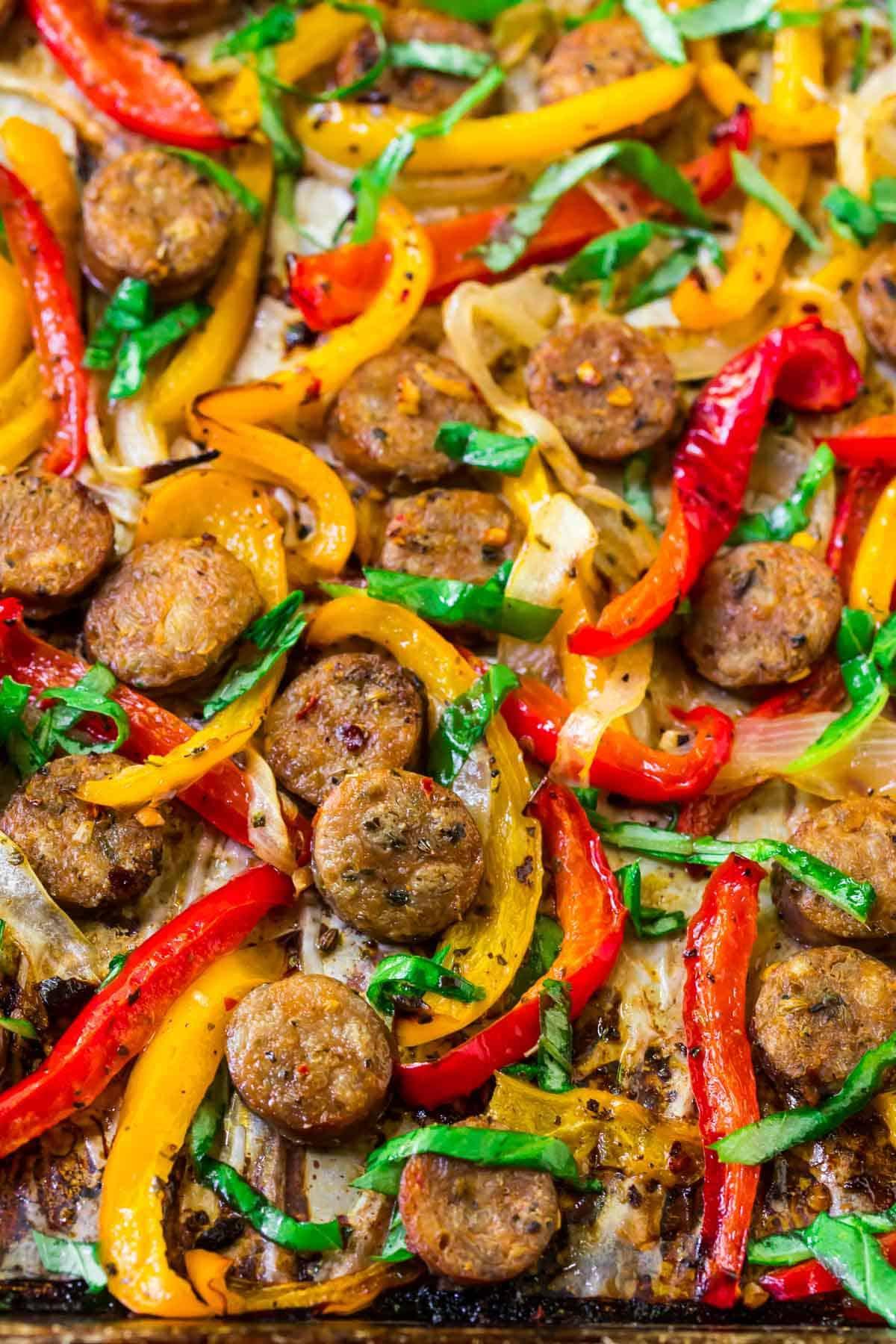 Salchicha italiana y pimientos a la plancha fácil y saludable.  Úselo para un sándwich de salchicha y pimiento, sobre pasta, con arroz o solo.