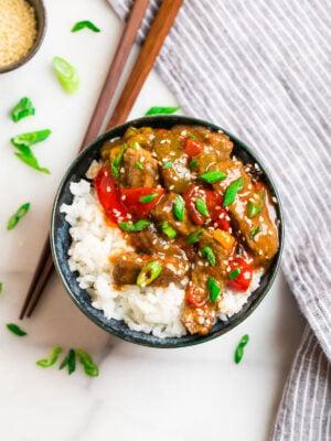 A bowl of crock pot pepper steak and rice