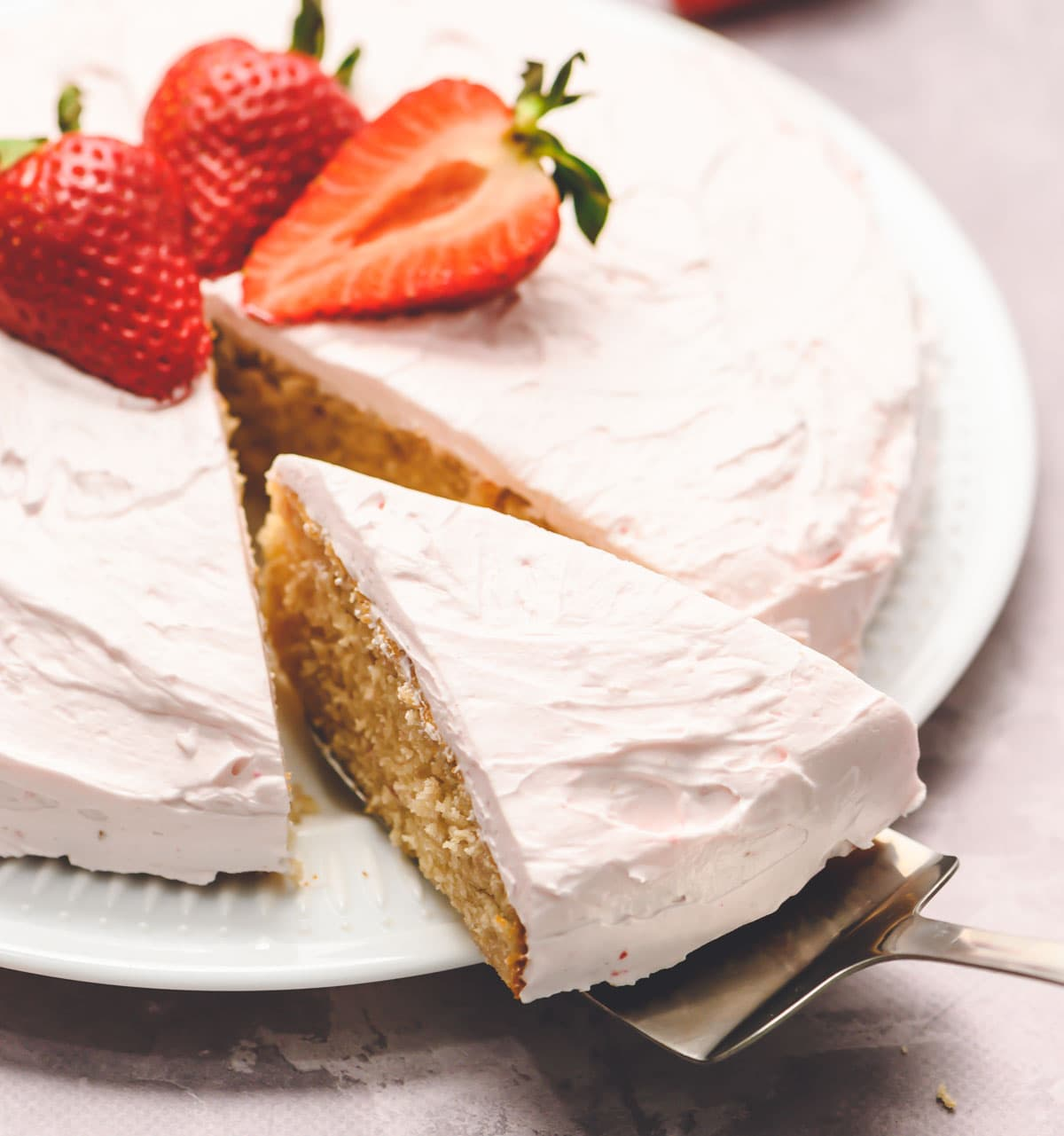 Fresh strawberry cake recipe from scratch with tasty frosting