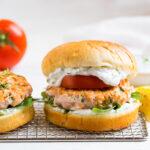 Salmon burgers with tomato, arugula, and sauce