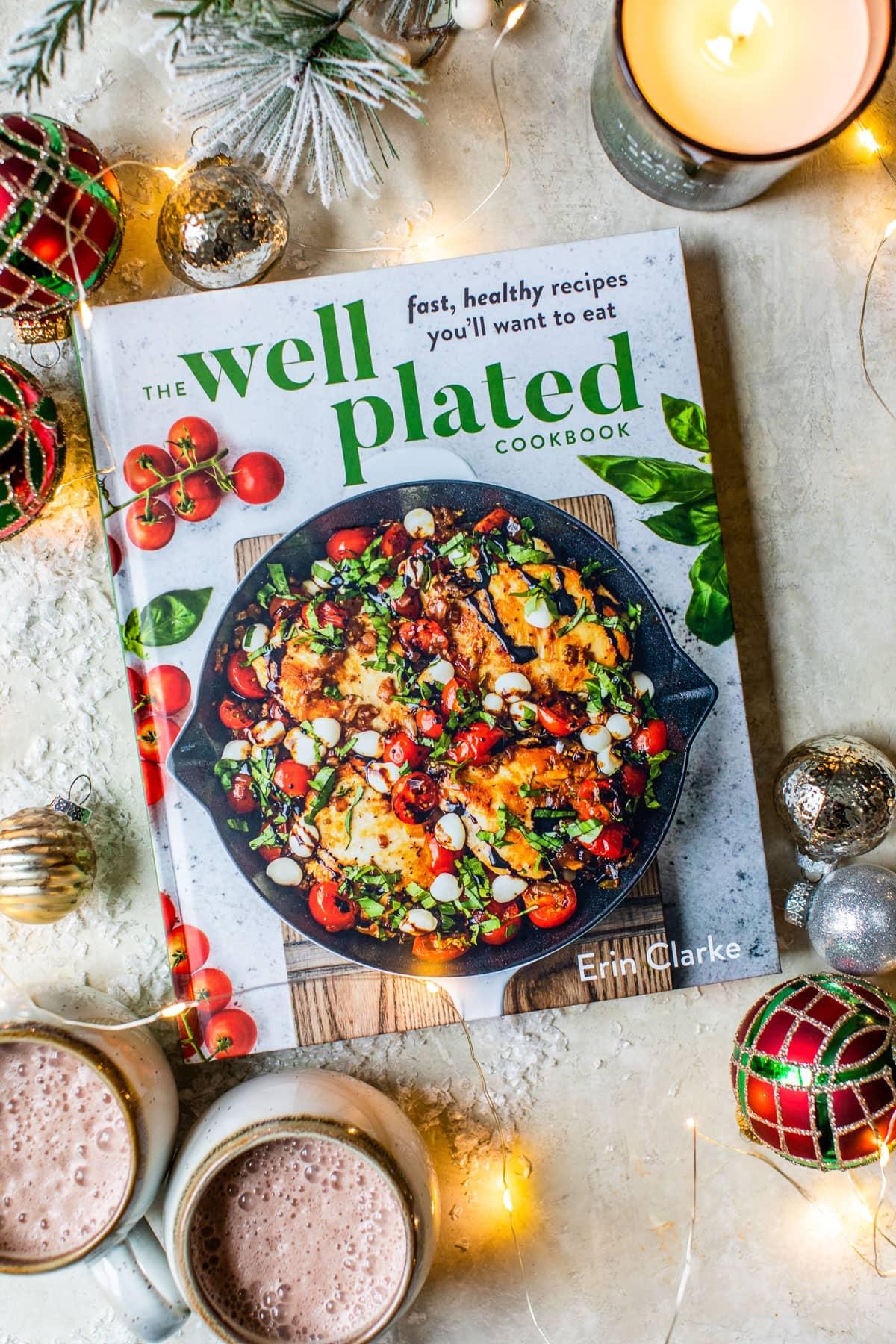 Guía de entretenimiento navideño Libro de cocina bien decorado con decoración navideña