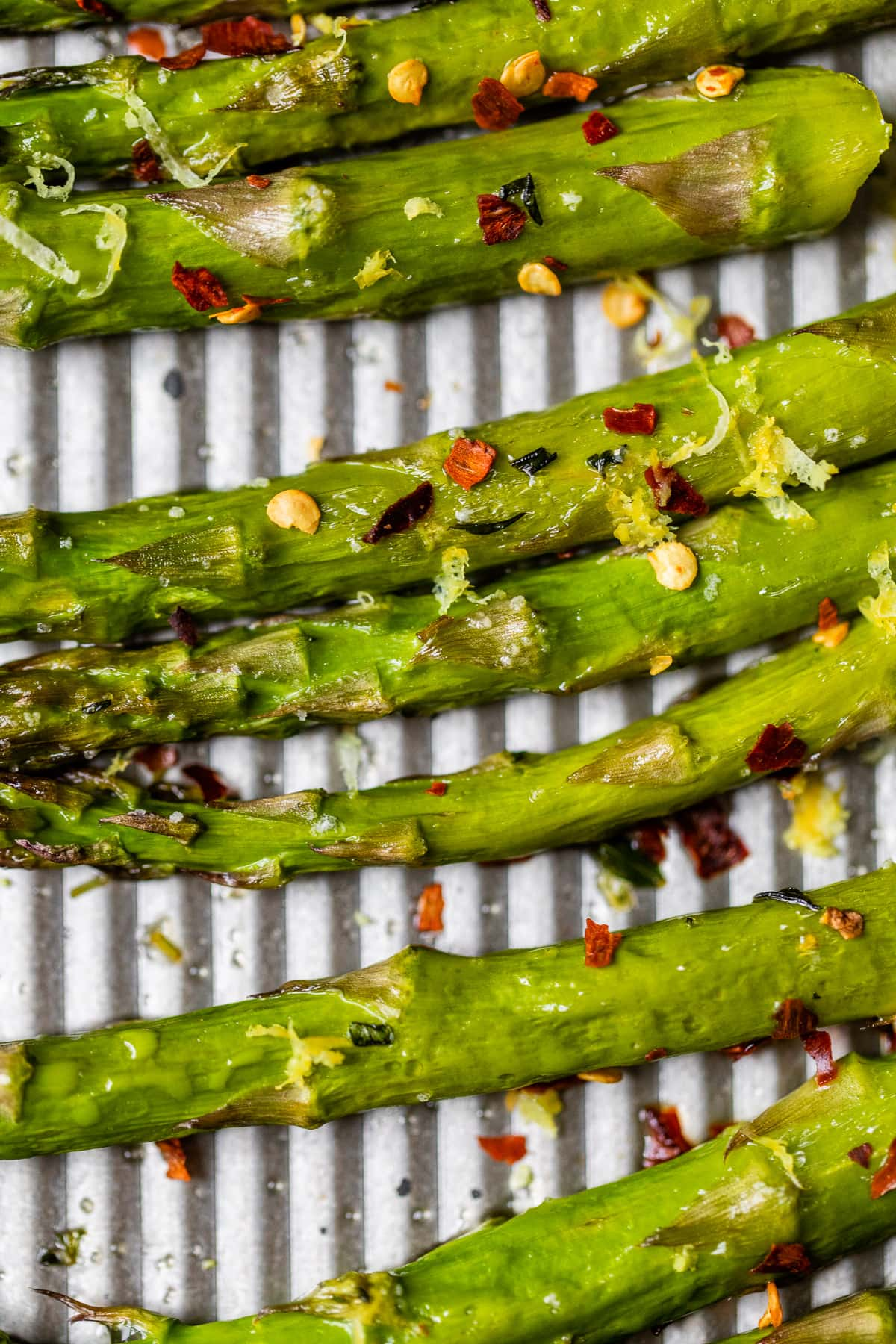 Roasted asparagus with red pepper flakes