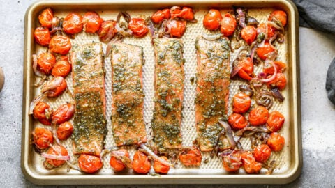 Four salmon filets with pesto and tomatoes
