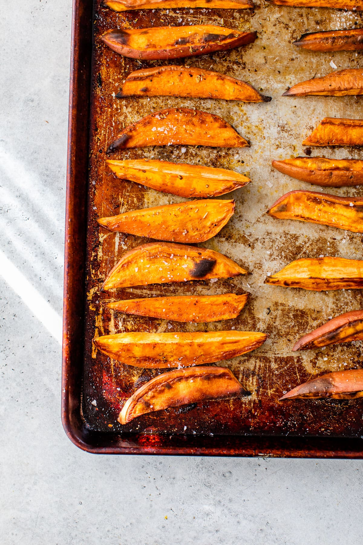 A baking sheet with baked vegetables