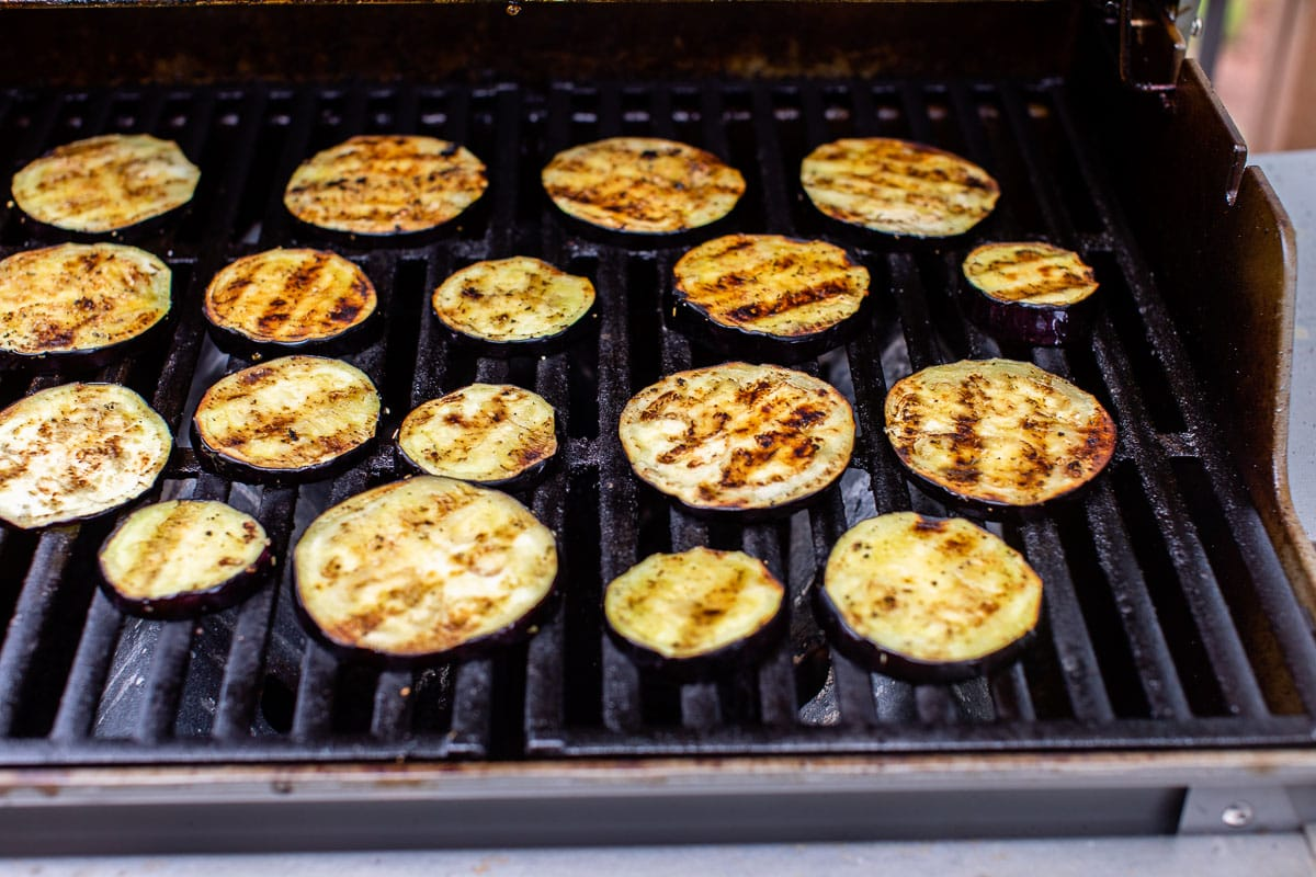 eggplant medallions in the grill with oil