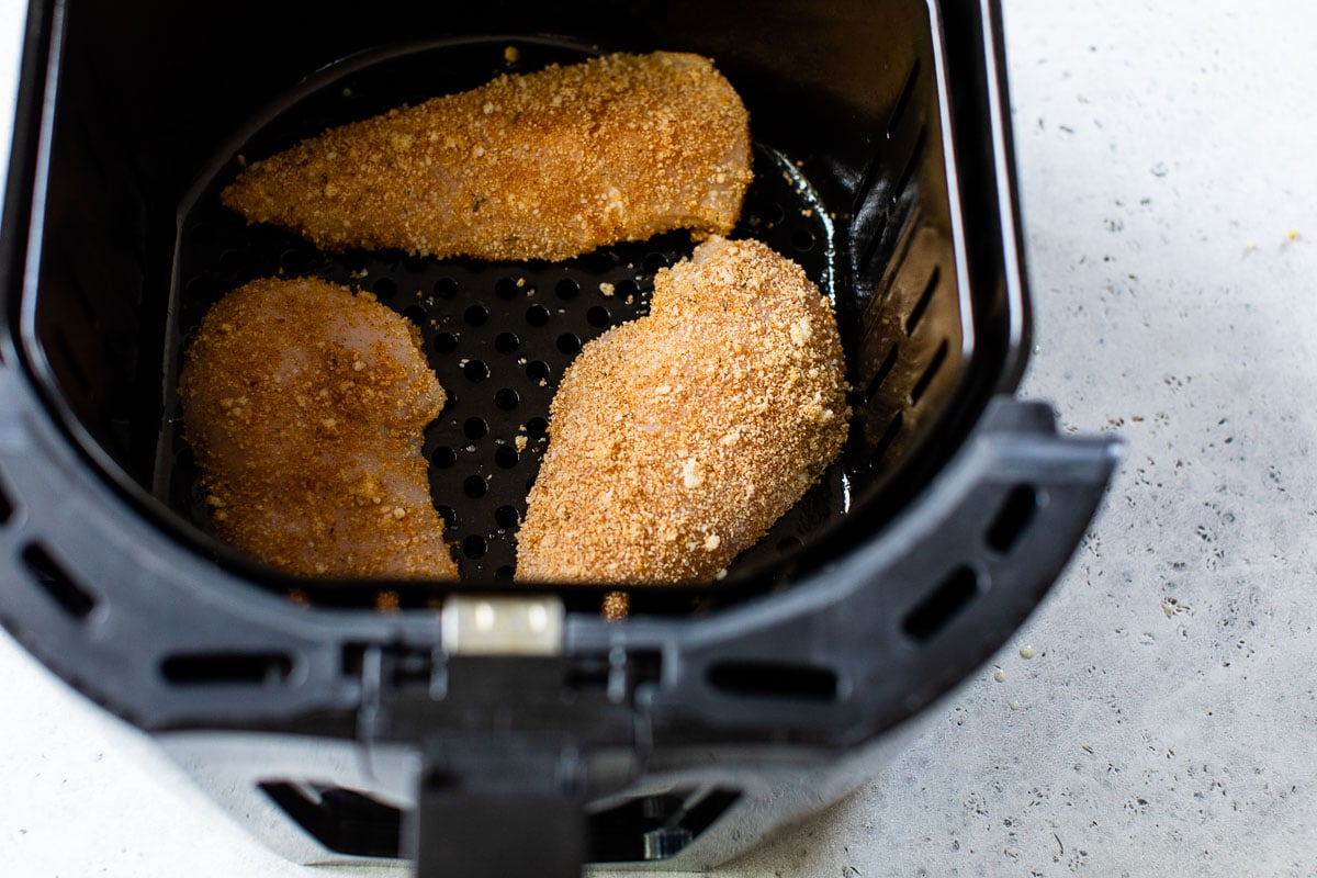 breaded chicken breasts in the air fryer to make fried chicken breasts