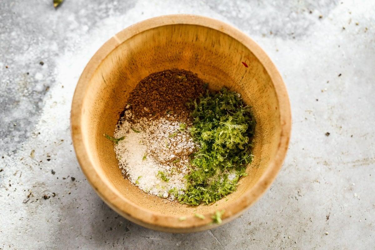 Beef fajitas seasoning in a bowl