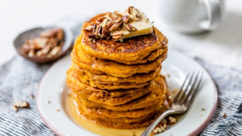 Easy healthy pumpkin pancakes with pecans